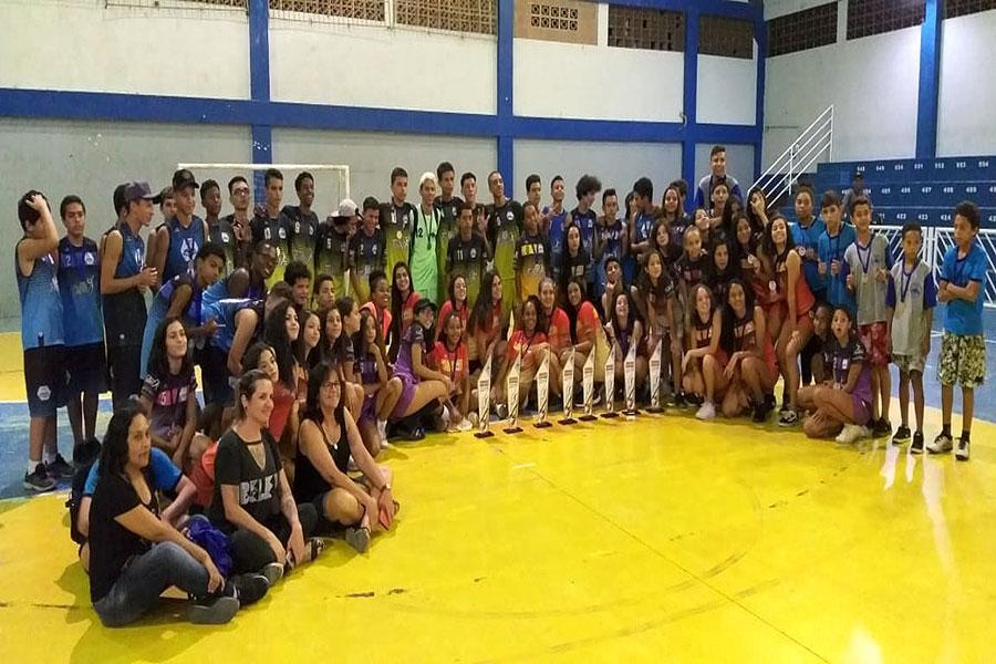 Equipes dos jogos escolares são premiadas e município segue campeonato sem o Xadrez