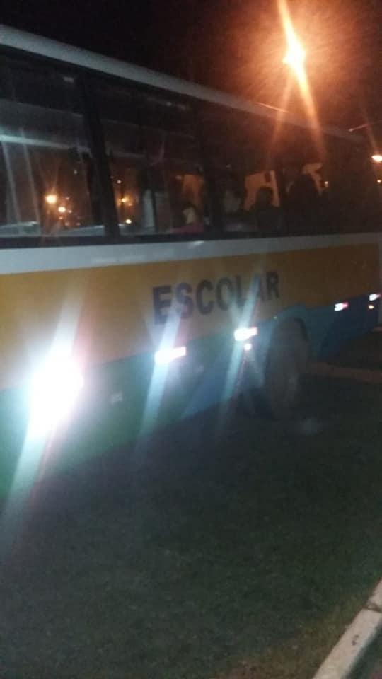 Prefeitura leva atletas do handebol para Guaxupé em ônibus com pneus carecas