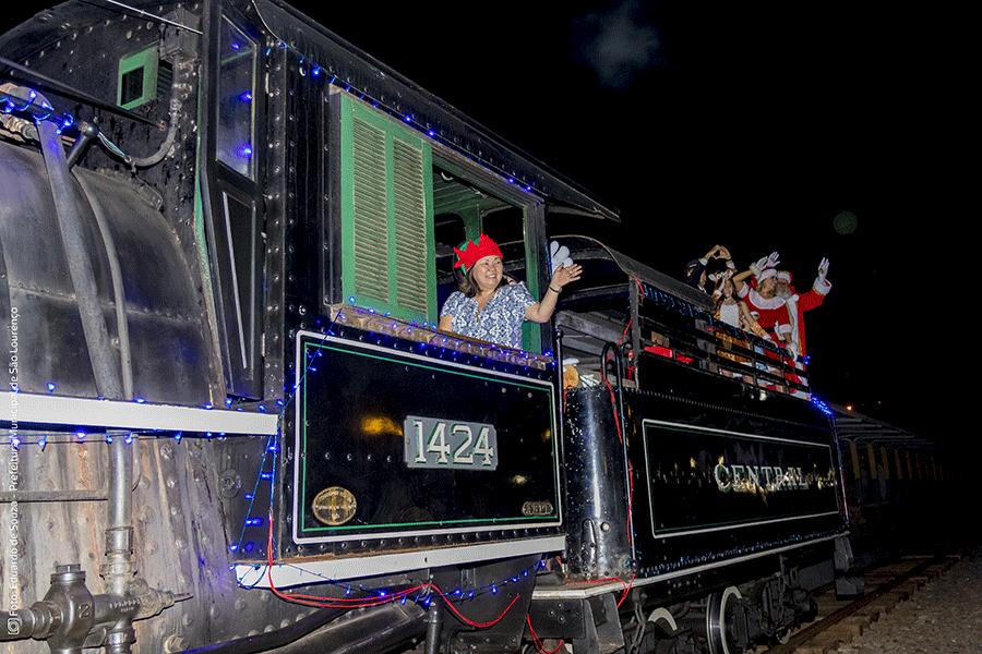 Chegada do Papai Noel no trem abre o 2º Natal das Águas em São Lourenço