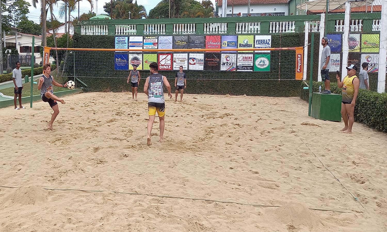 São Lourenço Country Clube promove clínica e torneio de futevôlei