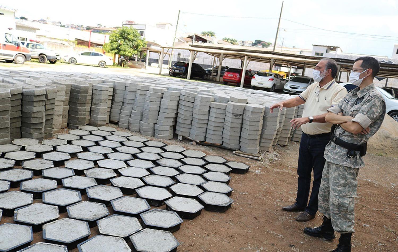 Governo Municipal ampliará produção de bloquetes e pavers no Presídio de São Lourenço