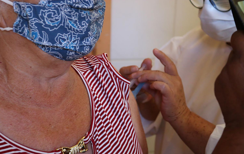 Idosos de 63 e 64 anos receberão 1ª dose da vacina da Covid-19 nesta quinta e sexta-feira